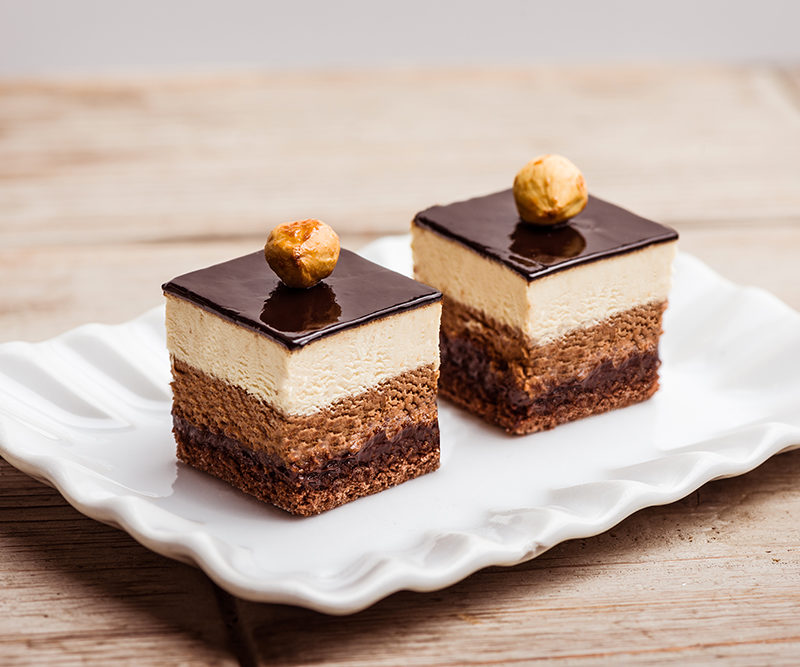 Crunchy hazelnut and chocolate cube