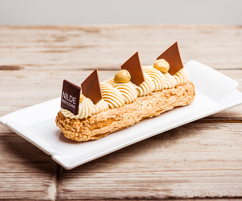 Praline eclair with hazelnut and chocolate